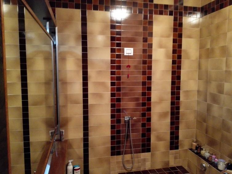 vasca da bagno: particolare rivestimento e specchio