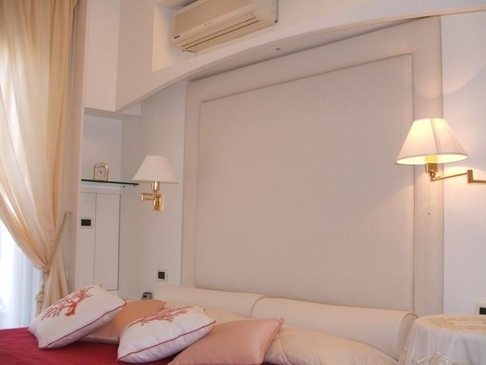 camera da letto: particolare testata