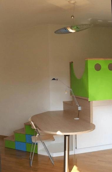 camera figlia-scala al soppalco con scrittoio