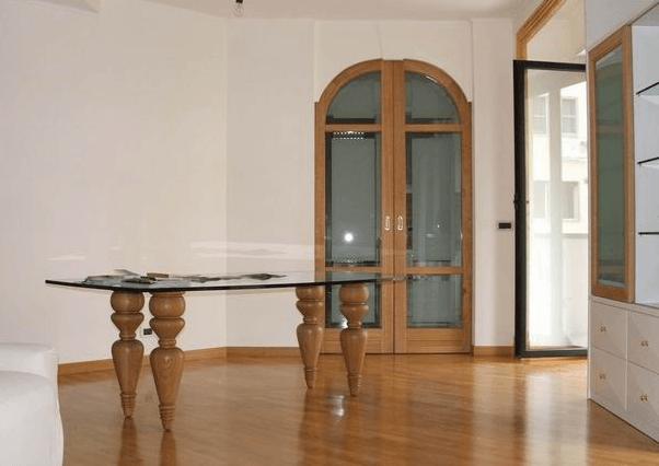 tavolo e ingresso cucina