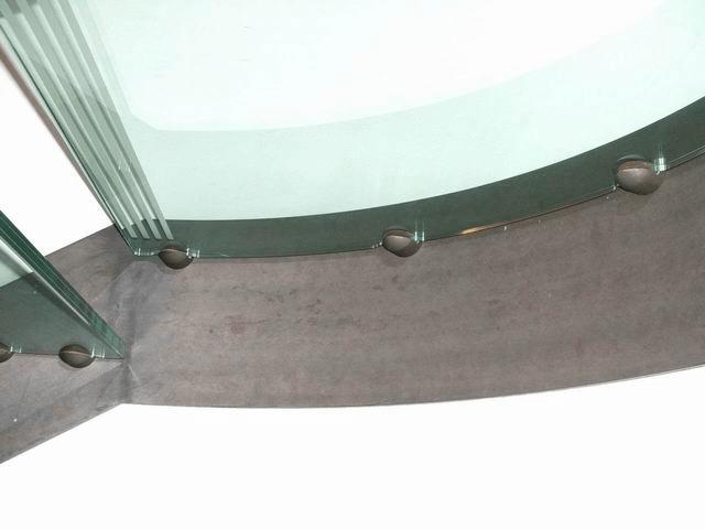particolare scala vetr-ferro: pianerottolo